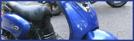 Blue_motor scooter_2012-07-31