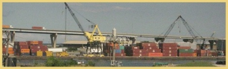 Yellow_Shipping crane_2012-08-26